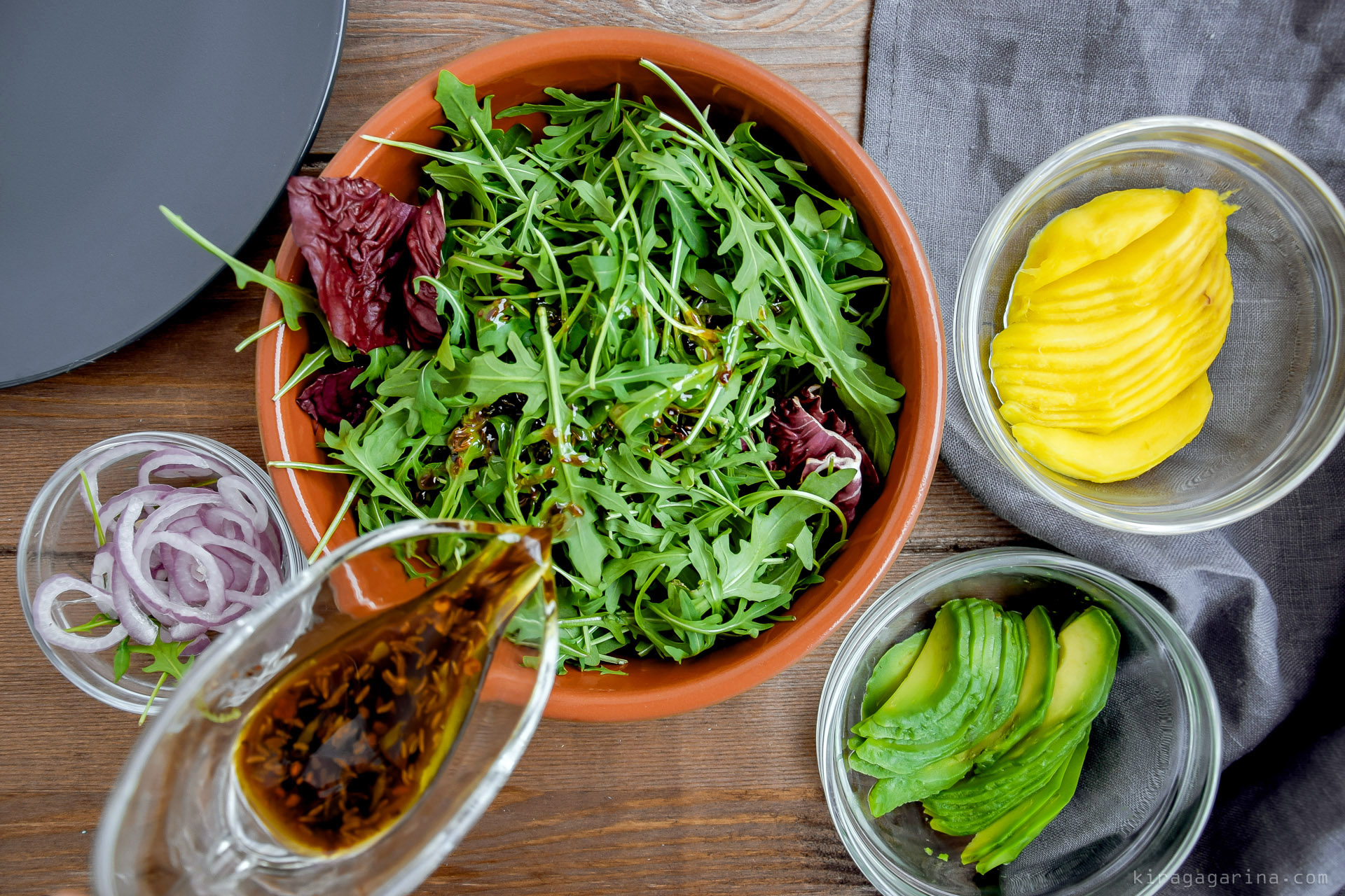Овощи гриль с рукколой и сырной заправкой от Юлии Высоцкой новые фото